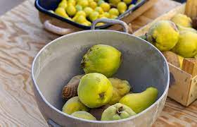 Pears and quinces, making it to the table