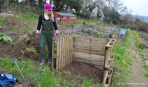 Building wooden compost bin