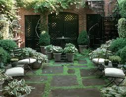 A hansom shady courtyard seating area.